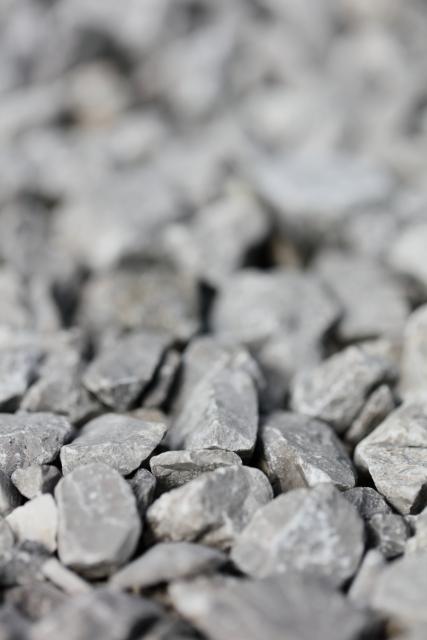 庭に砕石を敷きたい・・価格はどれくらい