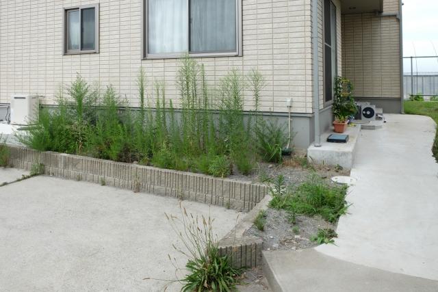 庭の雑草対策DIYで砂利を敷く防草シートは敷いた方がいいの